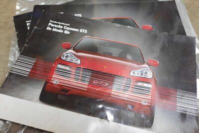 Porsche Cayenne rood introboekje
